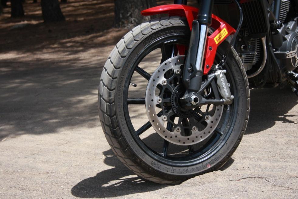 Ducati Scrambler Icon llanta delantera y frenos