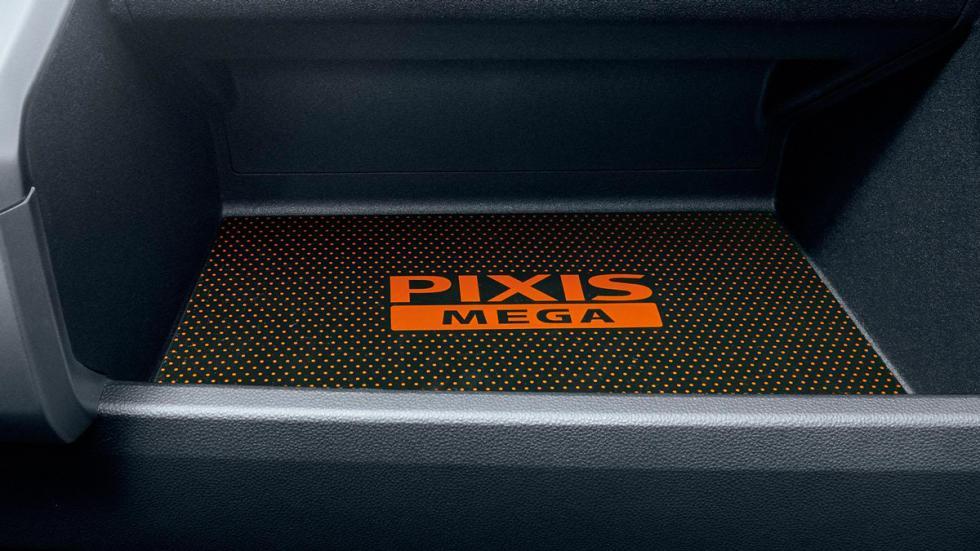 Toyota Pixis Mega alfombrilla