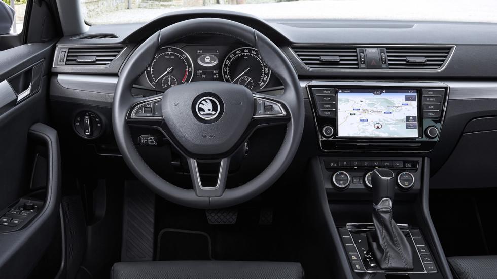 El interior del Skoda Superb Combi 2015 DSG