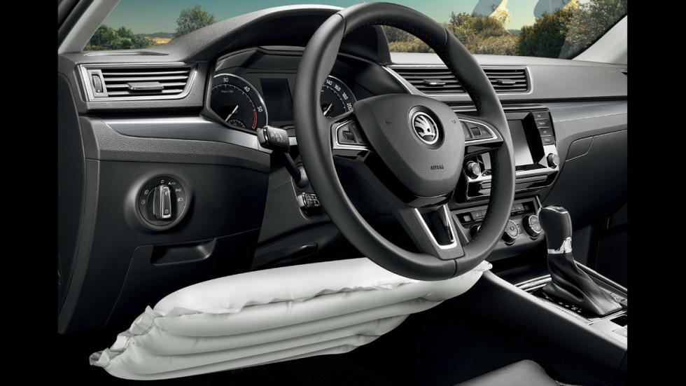 Skoda Superb Combi 2015 airbag