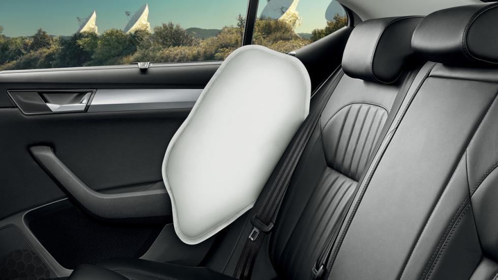 Skoda Superb Combi 2015 airbag pelvis