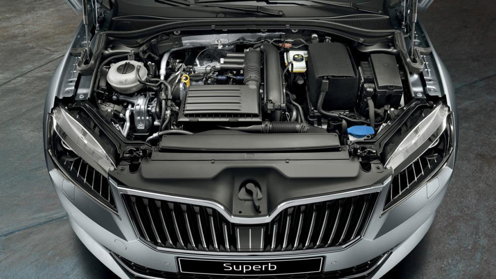motor Skoda Superb Combi 2015