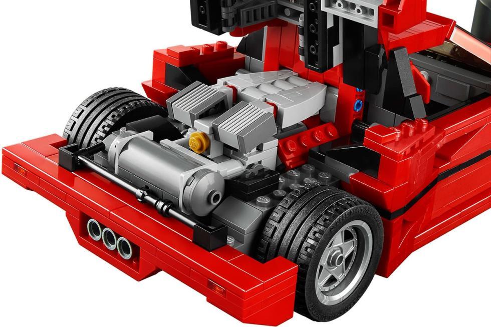 Motor Ferrari F40 de Lego.