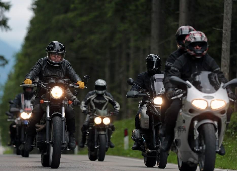 Triumph Tridays 2015. Motos llegando.