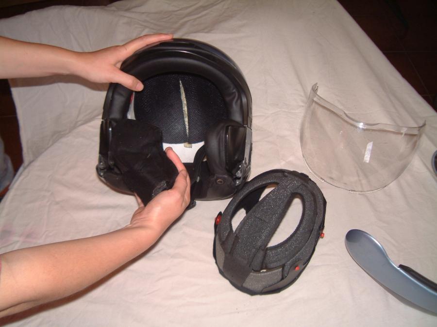 Como limpiar un casco de moto. Desmontar interior.