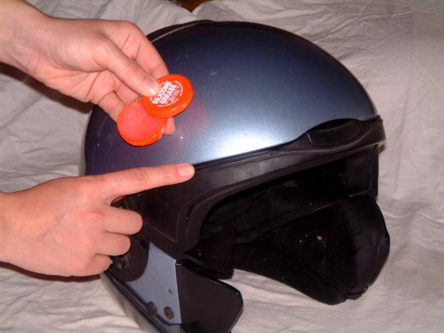Como limpiar un casco de moto. Lubricar juntas.