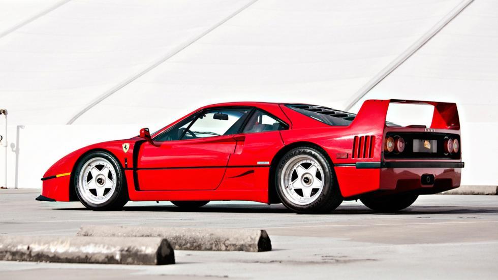 coches-antiguos-sigen-siendo-rapidos-Ferrari-F40-zaga