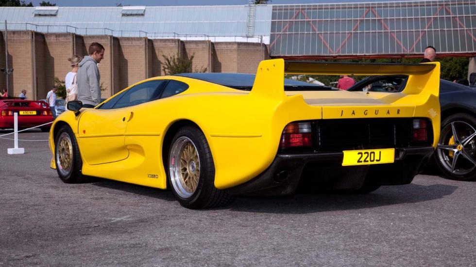 coches-antiguos-sigen-siendo-rapidos-jaguar-xj220-zaga