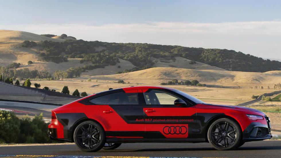 Audi RS7 pilotado lateral