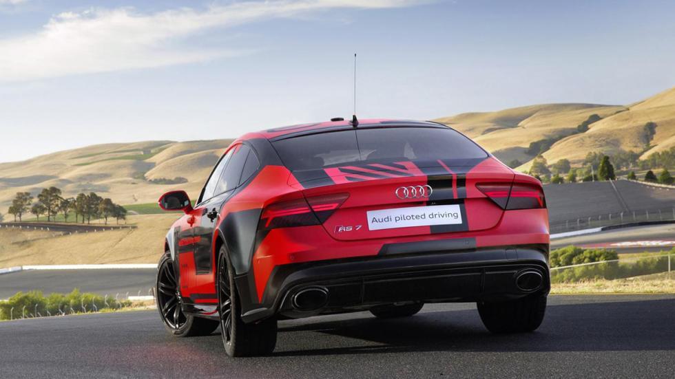 Audi RS7 pilotado trasera