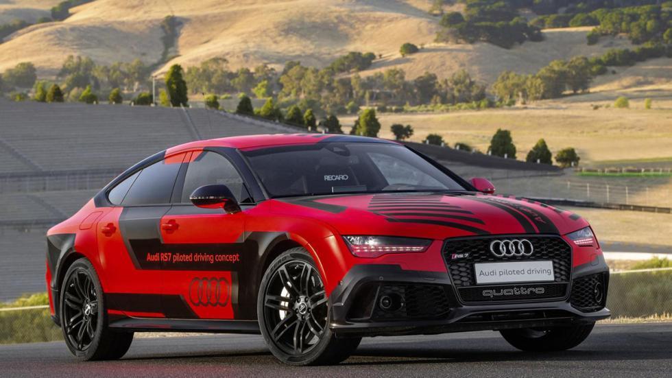 Audi RS7 pilotado tres cuartos delanteros