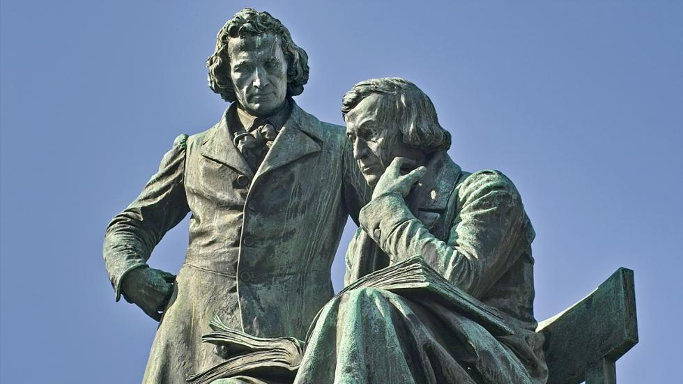 Estatua de Wilhelm y Jacob Grimm