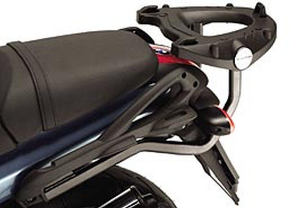 Moto, viajar y verano: maletas para el equipaje. Herrajes instalados.