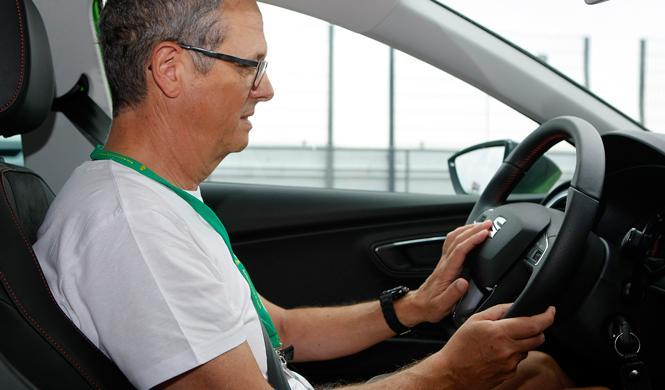 experiencia de conducción para ciegos persona