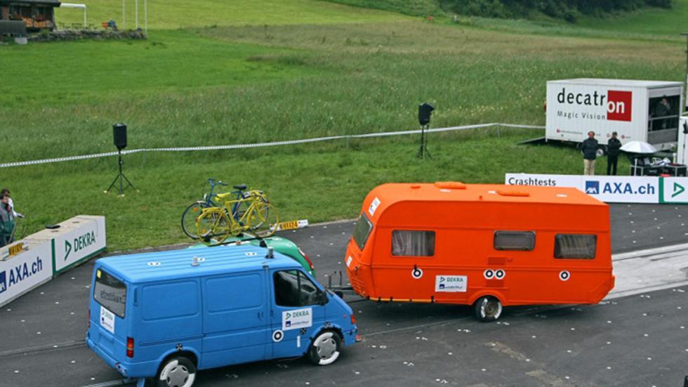 Crash-test a caravanas: el riesgo no descansa en vacaciones. Choque