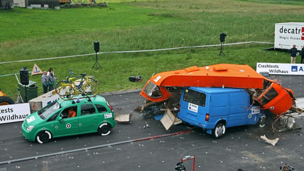 Crash-test a caravanas: el riesgo no descansa en vacaciones. Choque 2