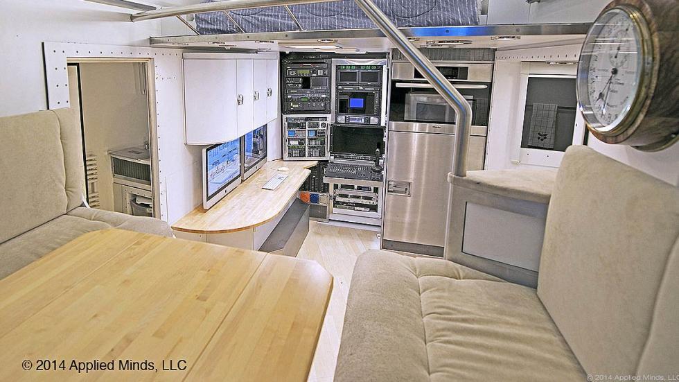 KiraVan: un sueño convertido en autocaravana detalles salón