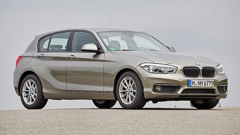 BMW Serie 1 parado