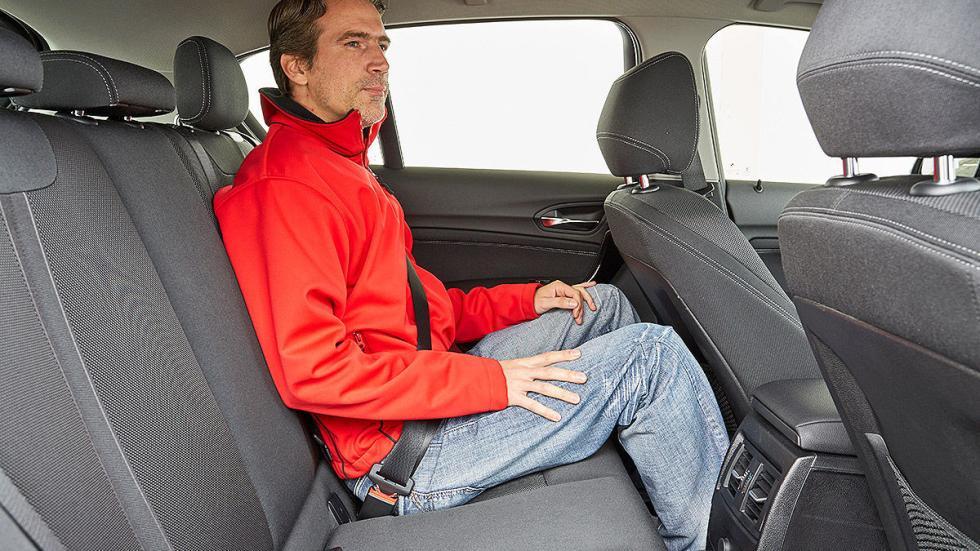 BMW Serie 1 parado traseras