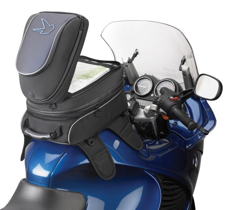 Bolsas de depósito para motos. Moto con  bolsa abierta.