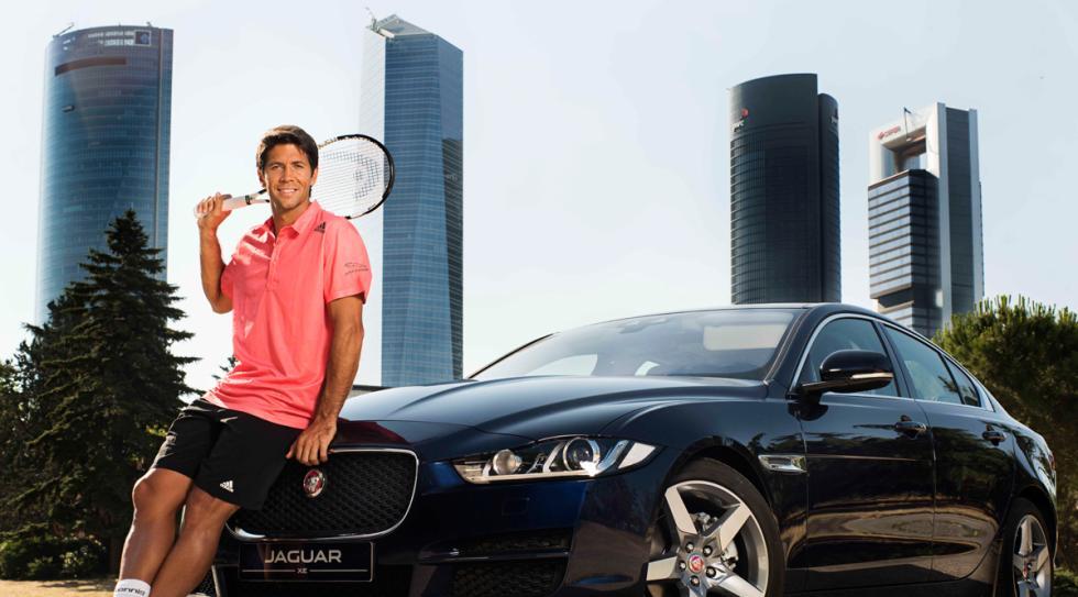 Fernando Verdasco y el Jaguar XE 2