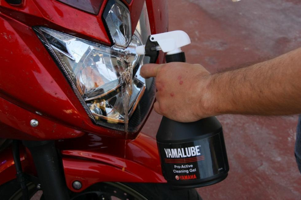 Revisa tu moto antes de las vacaciones. Limpia y revisa las luces.