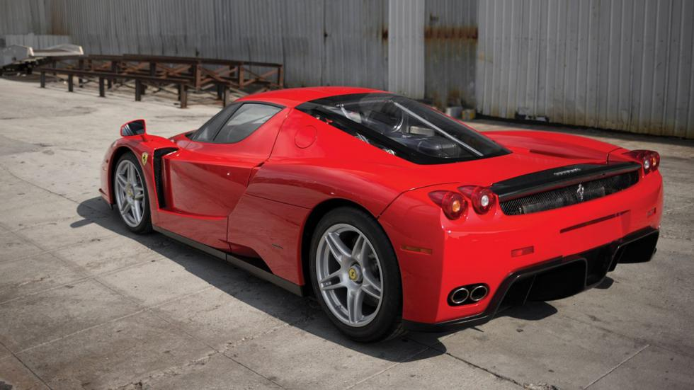 Ferrari Enzo subasta tres cuartos traseros
