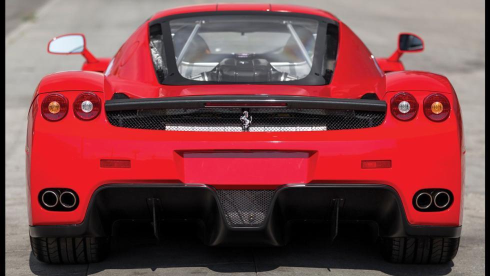 Ferrari Enzo subasta trasera