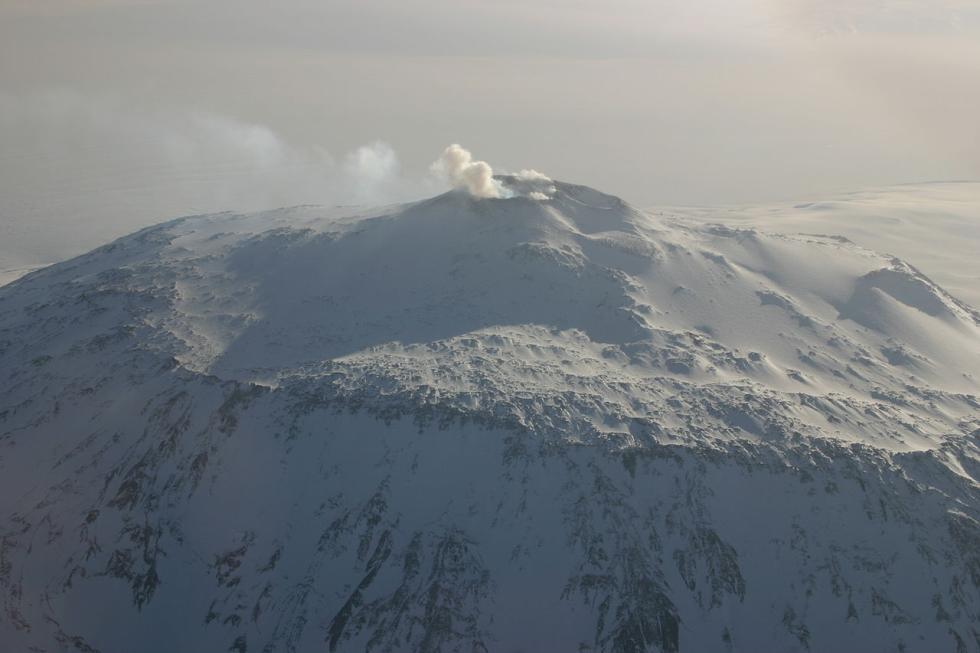 El Monte Erebus, el más famoso volcán activo de la Antártida