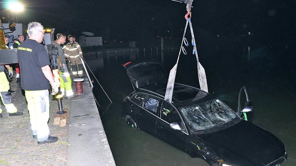 Accidente: un Audi RS 6 cae al agua rescate