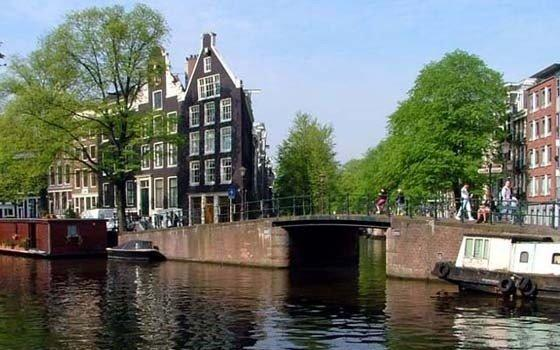 Canal de Amsterdam.