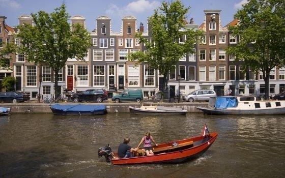 Uno de los canales de Amsterdam.