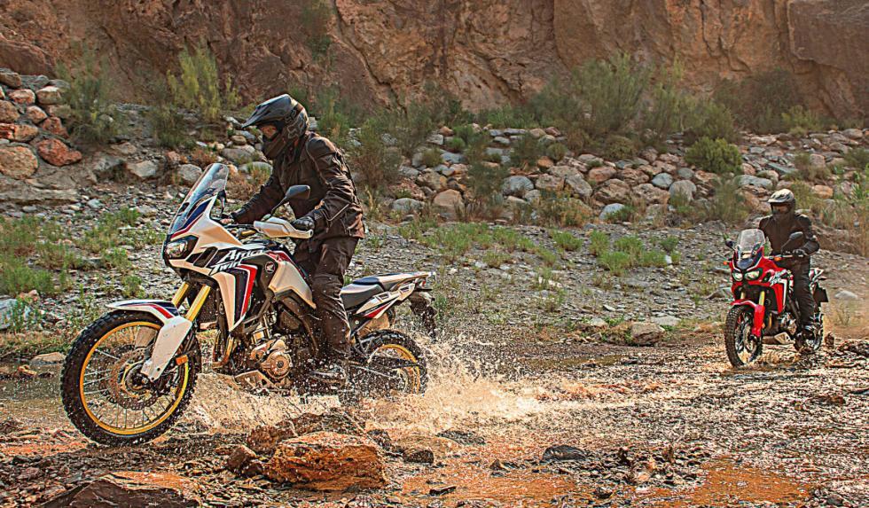 Honda Africa Twin 2015 pasando ríos.