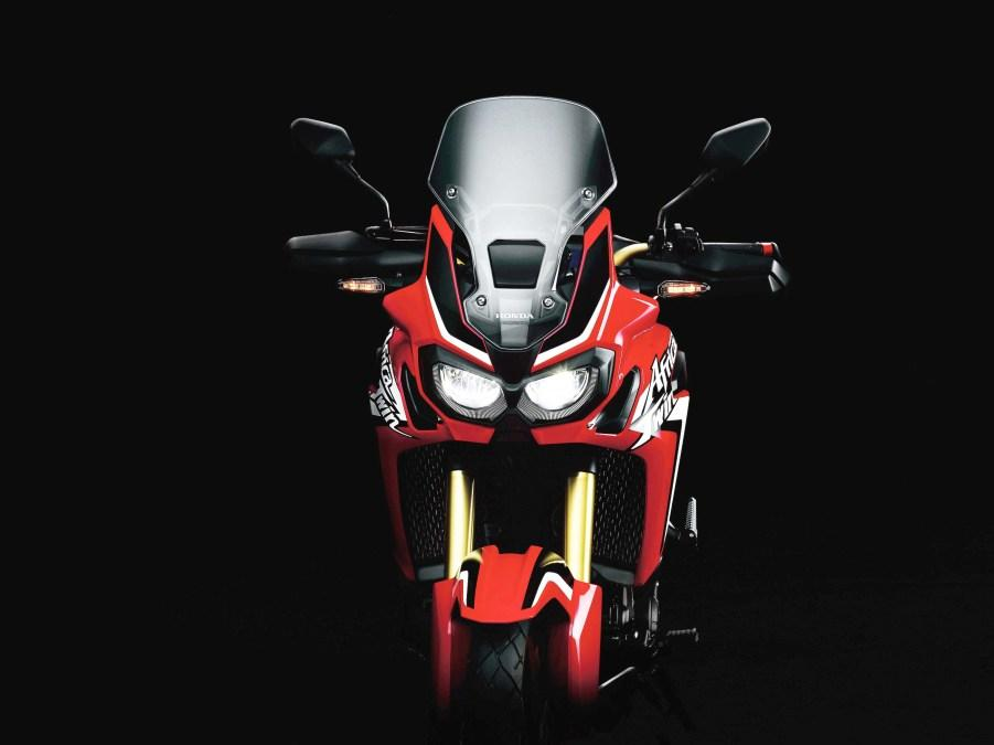 Honda Africa Twin 2015 frontal.