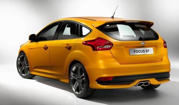 Ford Focus ST 2014 foto trasera