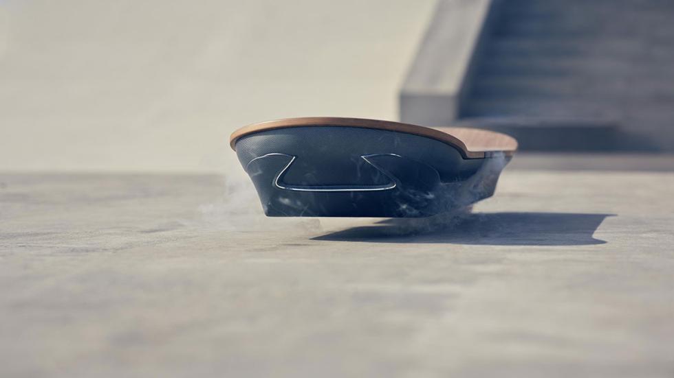 El monopatín volador de Lexus se eleva