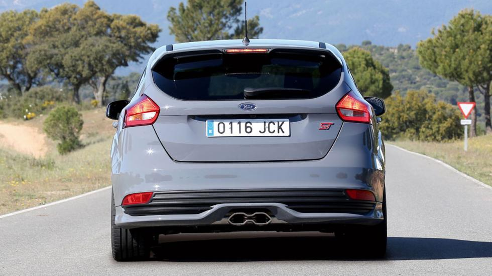Ford Focus ST contra VW Golf GTD
