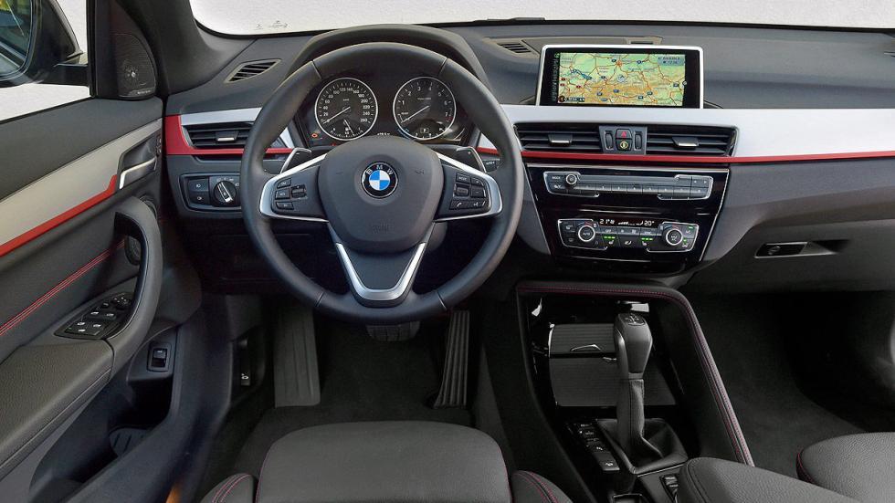 BMW X1 detalle puesto de conducción