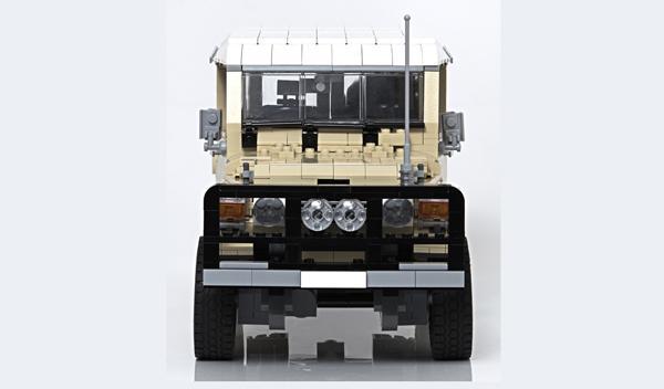 Land Cruiser con piezas Lego detalle