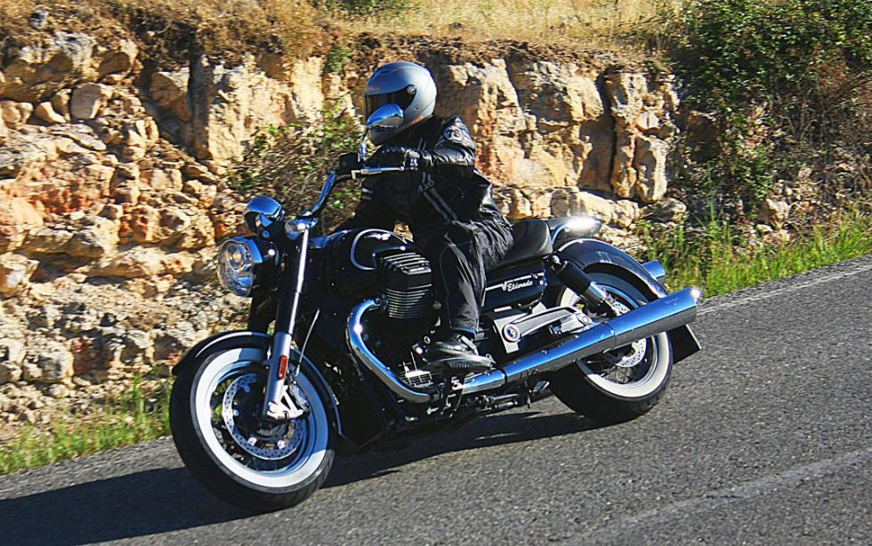 Moto Guzzi Eldorado, rodando.