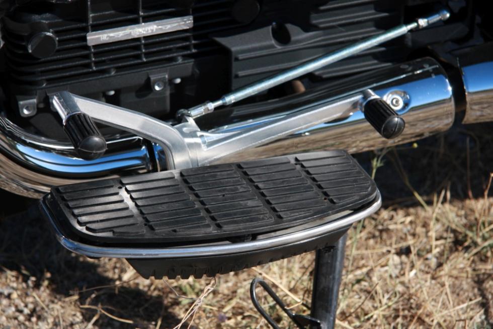 Moto Guzzi Eldorado 1400. Plataformas en lugar de estriberas.