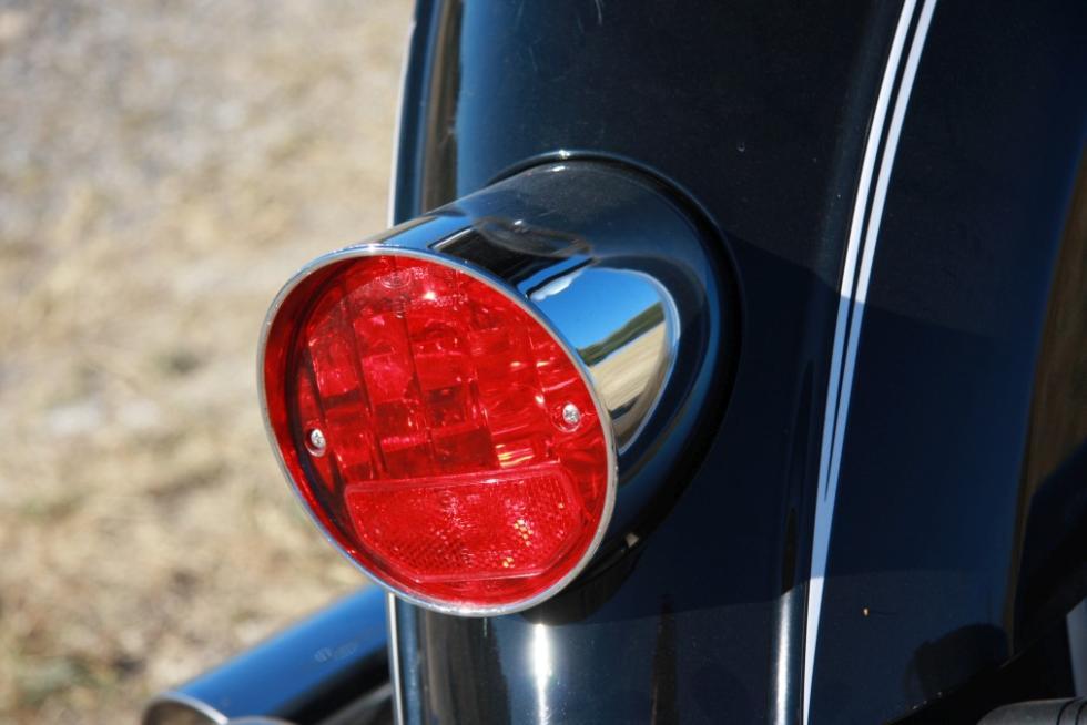 Moto Guzzi Eldorado 1400. óptica trasera redonda, muy clásica.