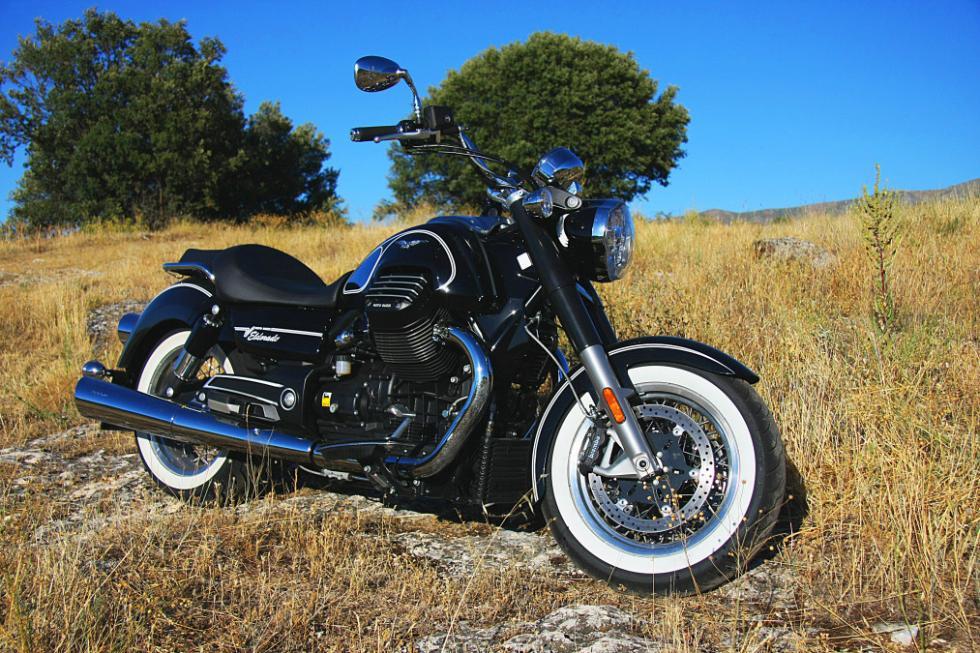 Moto Guzzi Eldorado 1400. Perfil derecho.