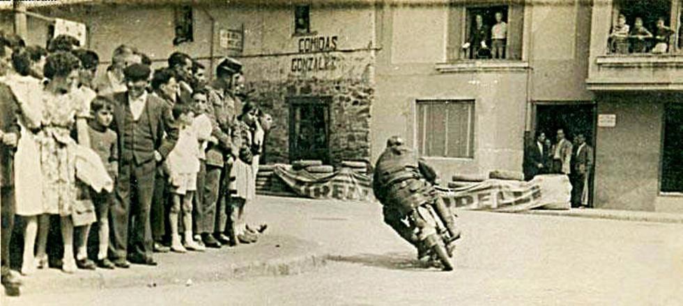 Gran Premio de motos clásicas en La Bañeza en los años 50.