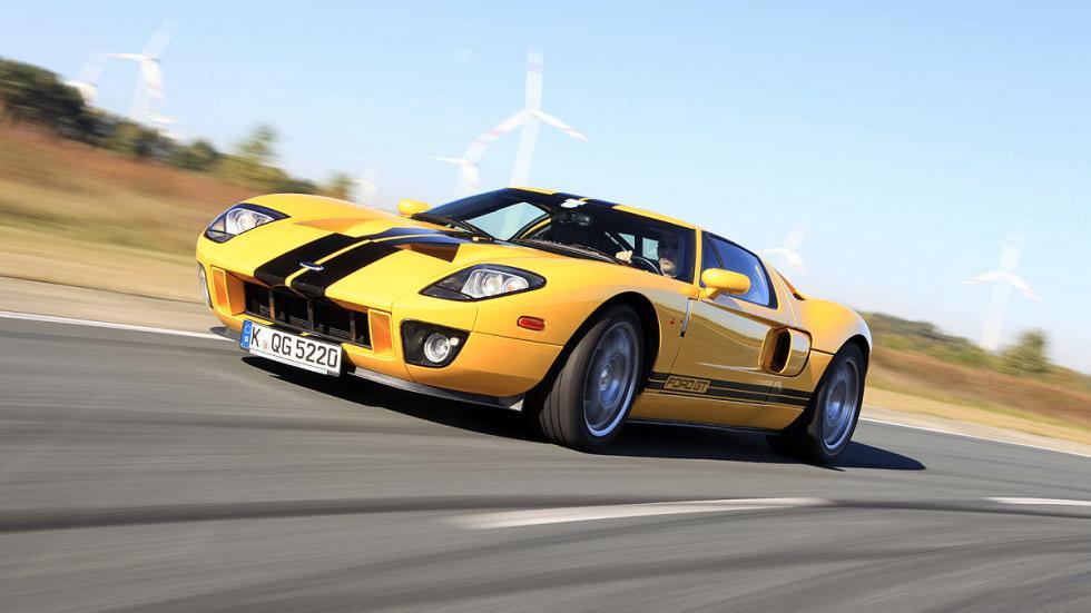 Entre 2004 y 2006, Ford fabricó de nuevo el GT, que mantenía el diseño del model