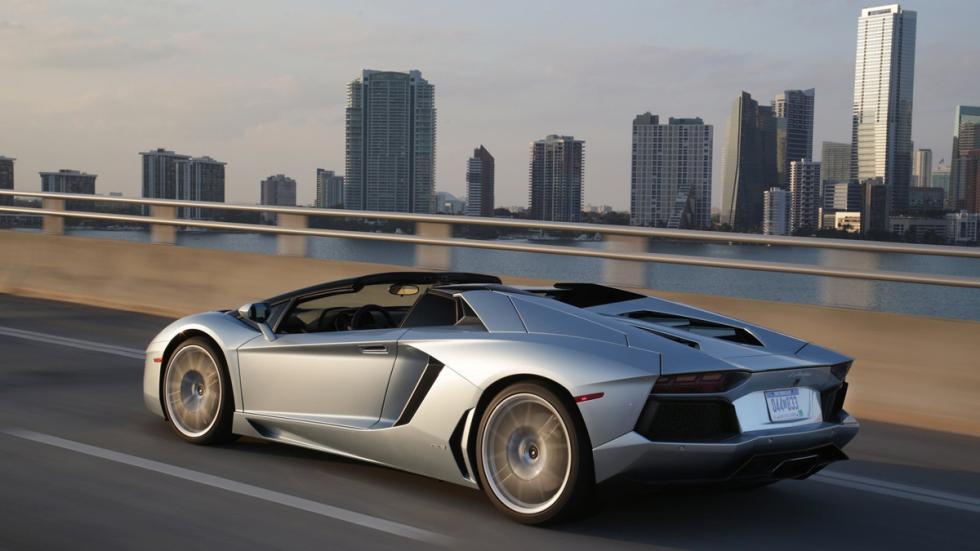 Lamborghini Aventador Roadster trasera