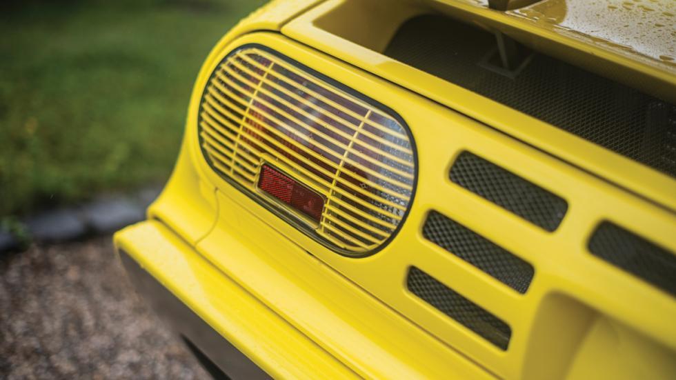 Bugatti EB110 SS faros