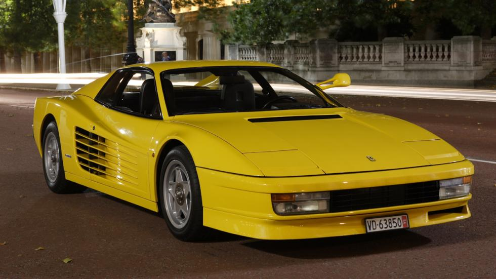 coches-alegran-día-Ferrari-clásico-testarossa