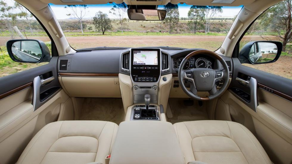 Toyota-Land-Cruiser-200-2016-interior