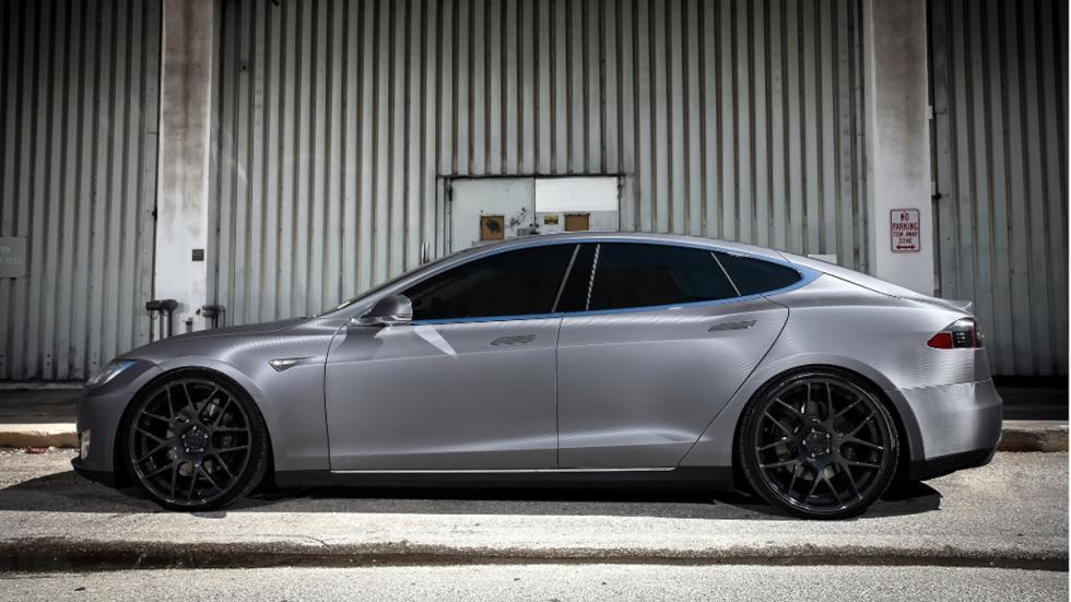Tesla Model S preparado Revozport lateral